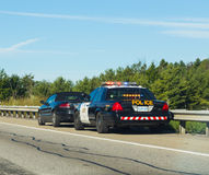 Police tirant au-dessus des voitures dans le Canada Photographie stock libre de droits