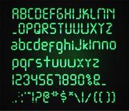Police verte de Digital d'isolement sur un fond foncé Alphabet réaliste rougeoyant de Digital Lettres de réveil Nombres et Illustration de Vecteur