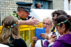 Policeman helping tourists in London Stock Images