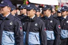 Polices che cammina alla cerimonia Fotografie Stock