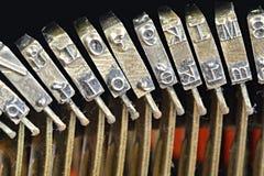 Polices typographiques vieille machine à écrire, plan rapproché Image conceptuelle de travail, de communication ou d'écriture dém photographie stock libre de droits