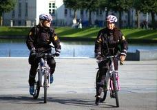 Policières à Bergen photo libre de droits