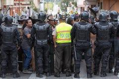 Policie o closing fora do acesso à rua em Equador Foto de Stock Royalty Free