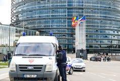 Policie o oficial france CRS de Nationale que surveilling Euopean PArliame Fotografia de Stock Royalty Free