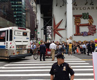 Policier à une protestation, NYC, NY, Etats-Unis Photos libres de droits