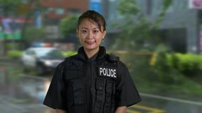 Policier américain asiatique de femme à la scène du crime clips vidéos