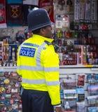 Policier amical à Londres photographie stock