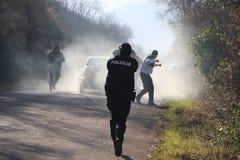 Policier dans l'action image stock