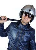 Policier dans l'uniforme avec son bâton de nuit Images libres de droits