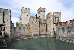 Policier de lac, Sirmione, Italie (Castello Scaligero) 03 Photos stock