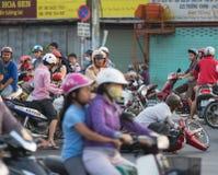 Policier de trafic vietnamien à l'accident de la route Images stock