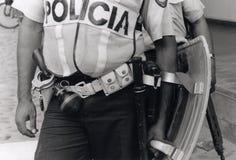 Policier hondurien dans le tenue anti-émeute Photo stock