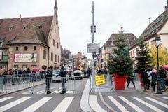 Policier le marché surveilling de Noël en France photo stock