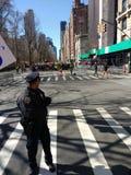 Policier, NYPD, mars pendant nos vies, NYC, NY, Etats-Unis photo stock