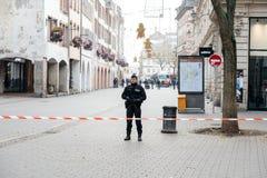Policier surveilling le meurtre de Strasbourg par zone de terroriste photos stock