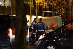 Policiers belges la nuit photos libres de droits