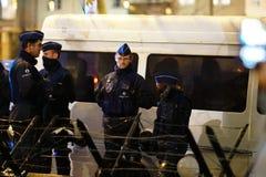 Policiers belges la nuit photo stock