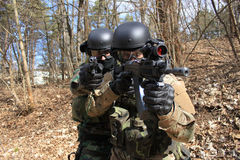 Policiers doublement armés Photo libre de droits