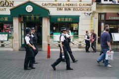 Policiers en service dans la ville de la Chine, Londres images stock