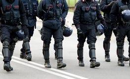 Policiers et marche de carabinieri Photo libre de droits