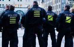 Policiers patrouillant à Hambourg Photo libre de droits