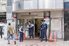 Policiers Shibuya Eki-mae Koban Tokyo Photos libres de droits