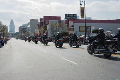 Policiers sur des motos exécutant à Image libre de droits