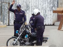 Policiers sur la rue de Havana Cuba Janvier 2015 photos stock