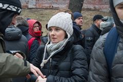 Policies Natalia Shavshukova at the funeral of Boris Nemtsov Stock Images