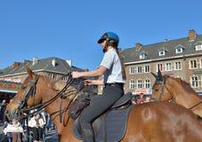Policja na obowiązku podczas karnawału w Nivelles, Belgia Zdjęcia Stock