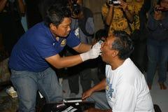 Policja wziąć próbkę krwi Obrazy Royalty Free