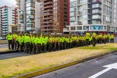Policjanci czeka Pope Francis Popemobile Fotografia Royalty Free