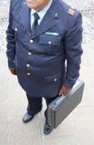 POLICJANT z rzemiennymi rękawiczkami i teczką Fotografia Stock