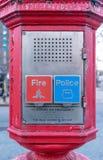 Policji & stra?y po?arnej wywo?awczy pude?ko, alarma pude?ko, Gamewell pude?ko, w g?r?, Manhattan, Miasto Nowy Jork, NY zdjęcie stock
