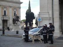 Policmen della città di Roma, dell'Italia, di Capitol Hill e di Roma Fotografie Stock Libere da Diritti