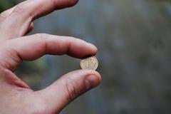 Polieren Sie Geld in der Hand Lizenzfreie Stockfotos