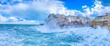 Polignano een Merriebedelaars, Italië: hemel ter wereld royalty-vrije stock foto's