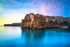 Polignano een Merriedorp bij zonsopgang, Bari, Apulia, Italië royalty-vrije stock foto