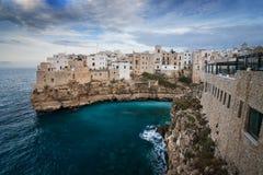 Polignano klacz, Apulia, Bari, W?ochy zdjęcia stock