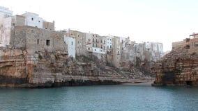 Polignano klacza A miasteczko przegapia morze zbiory wideo