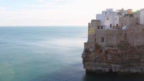 Polignano klacza A miasteczko przegapia morze zbiory