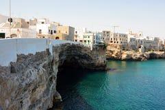 Polignano kobyli breathtaking widok, Apulia, Włochy włoska panorama Falezy na Adriatic morzu Obrazy Royalty Free