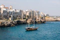 Polignano kobyli breathtaking widok, Puglia, Włochy Włoski pano zdjęcia royalty free