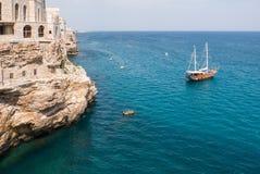 Polignano kobyli breathtaking widok, Puglia, Włochy Włoski pano obraz royalty free