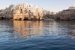 Polignano Mare Bari dalla vista del mare Fotografie Stock Libere da Diritti