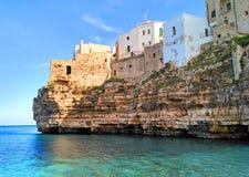 Polignano uma ?gua, beira-mar c?nico em Puglia, It?lia imagem de stock