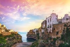 Polignano uma vila no nascer do sol, Bari da égua, Apulia, Itália fotos de stock royalty free