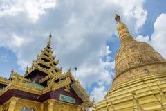 Polilla de Maha Chedi Choi a lo más prestigiosa en Bago, Myanmar Imagen de archivo libre de regalías