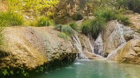 Polimniowatervallen in Griekenland Een toeristische bestemming stock videobeelden