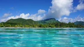 Polinesia francese costiera dell'isola di Huahine del paesaggio Fotografia Stock Libera da Diritti